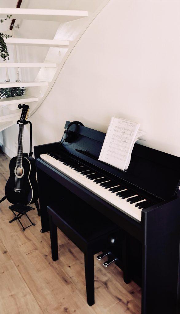 Piano 586x1024 - Een kijkje in ons huis